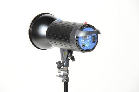 FST F-200 импульсный осветитель