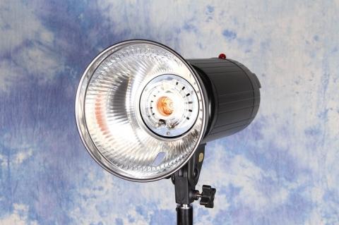 FST PRO-600 импульсные осветитель