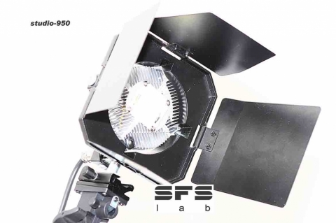 SFS-lab STUDIO 900sq в квадратном корпусе