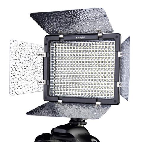 Yongnuo LED YN-300 осветитель светодиодный на 300 светодиодов с цветовой температурой 5500 К